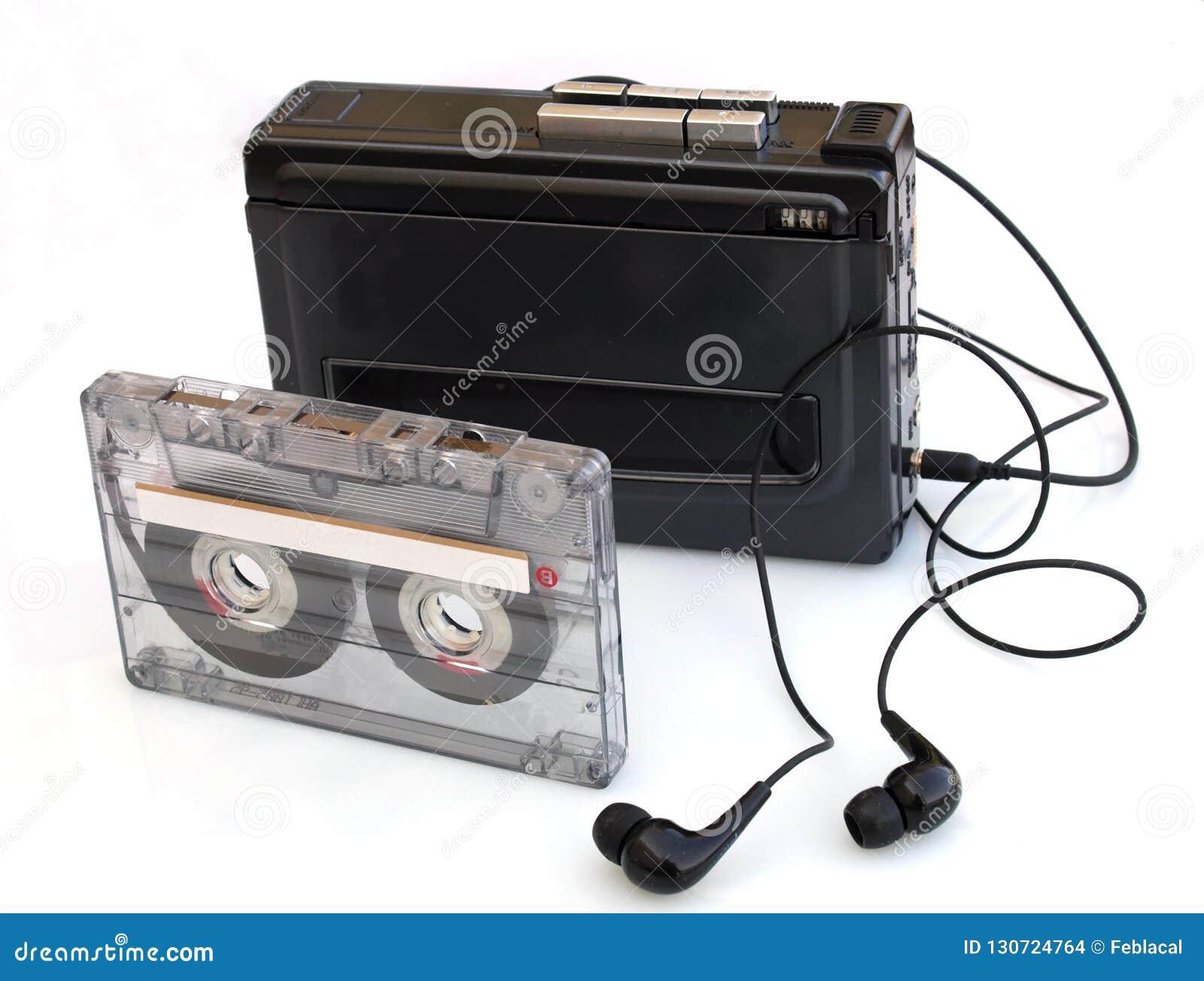 плеер и кассета музыки