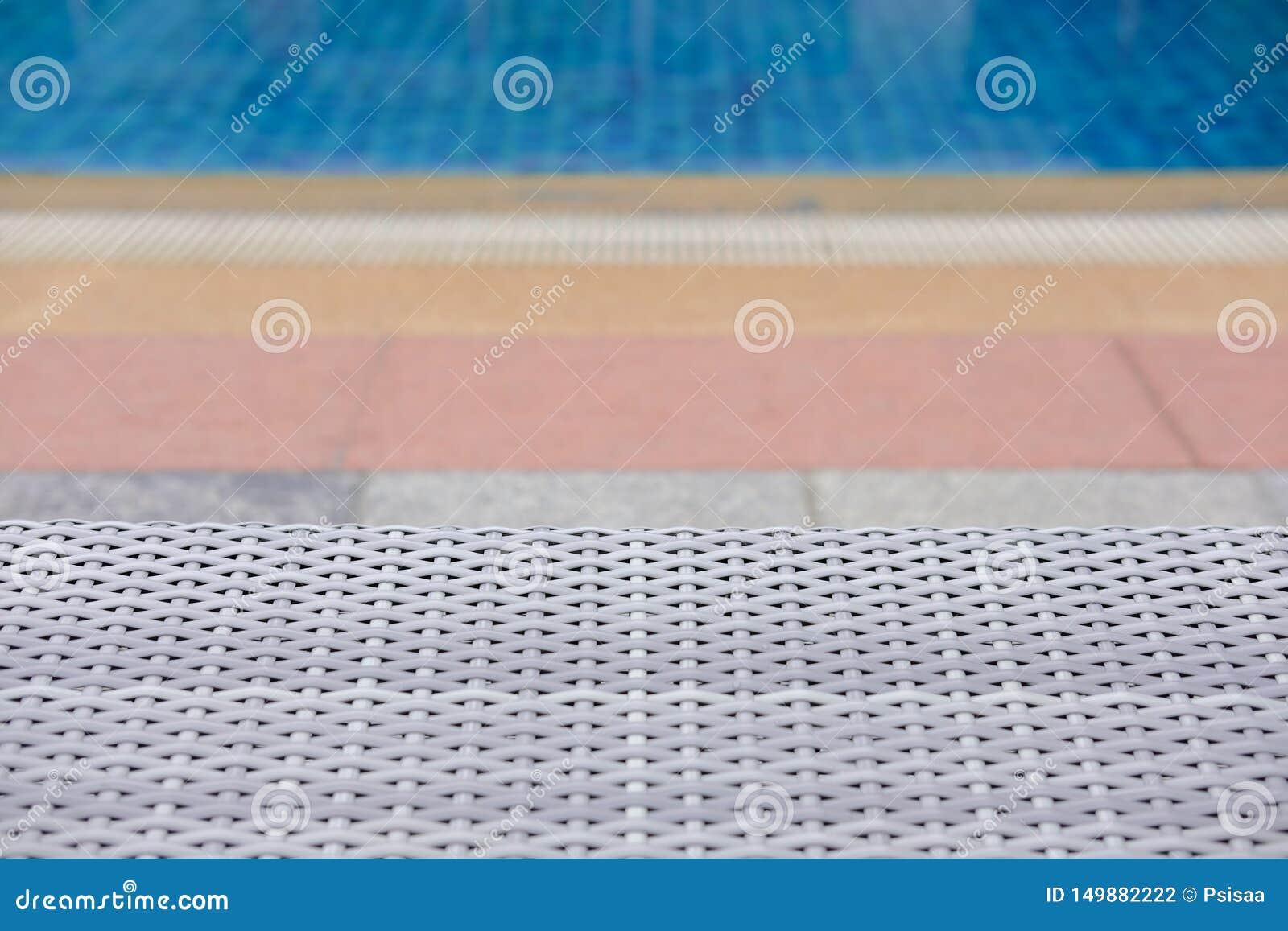 Плетеное deckchair шезлонга бассейна ротанга на бассейне