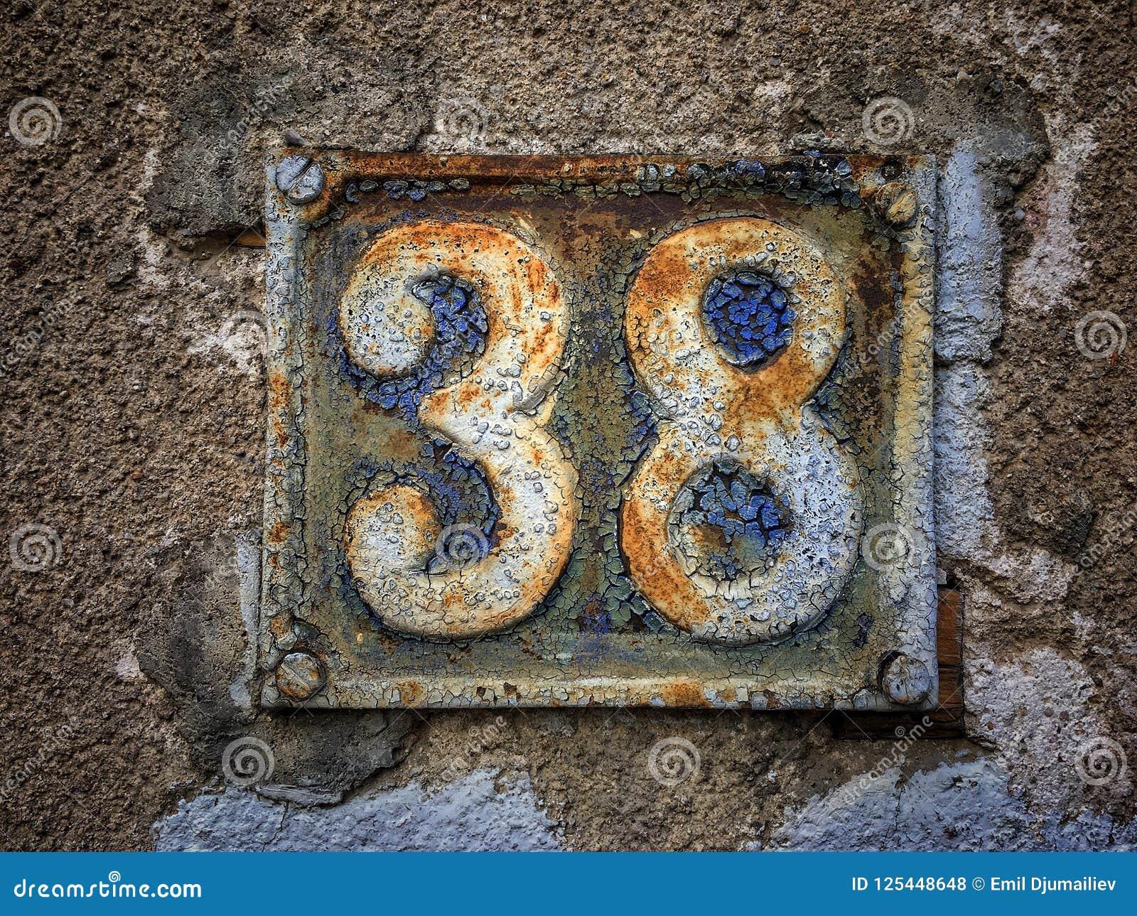 Плита винтажного металла квадрата grunge ржавая номера адреса улицы с номером