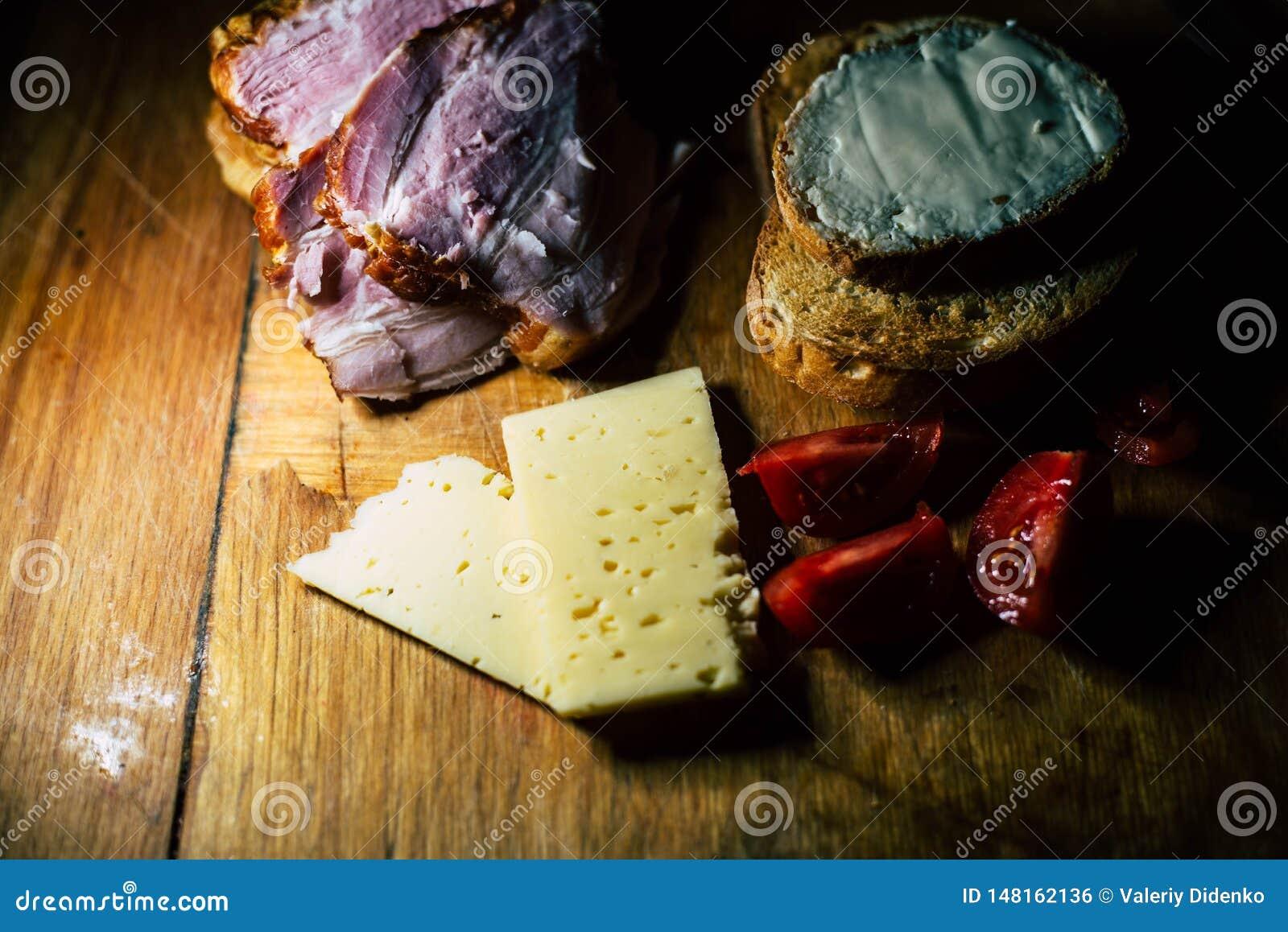 Плита еды и мяса