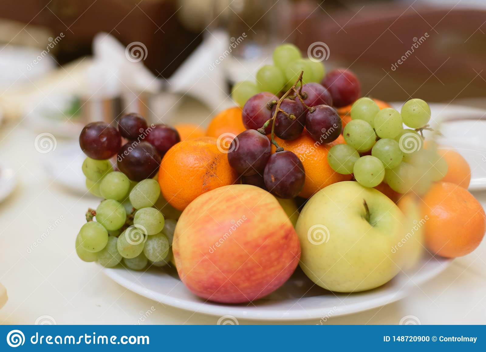 Плоды и ягоды на празднике