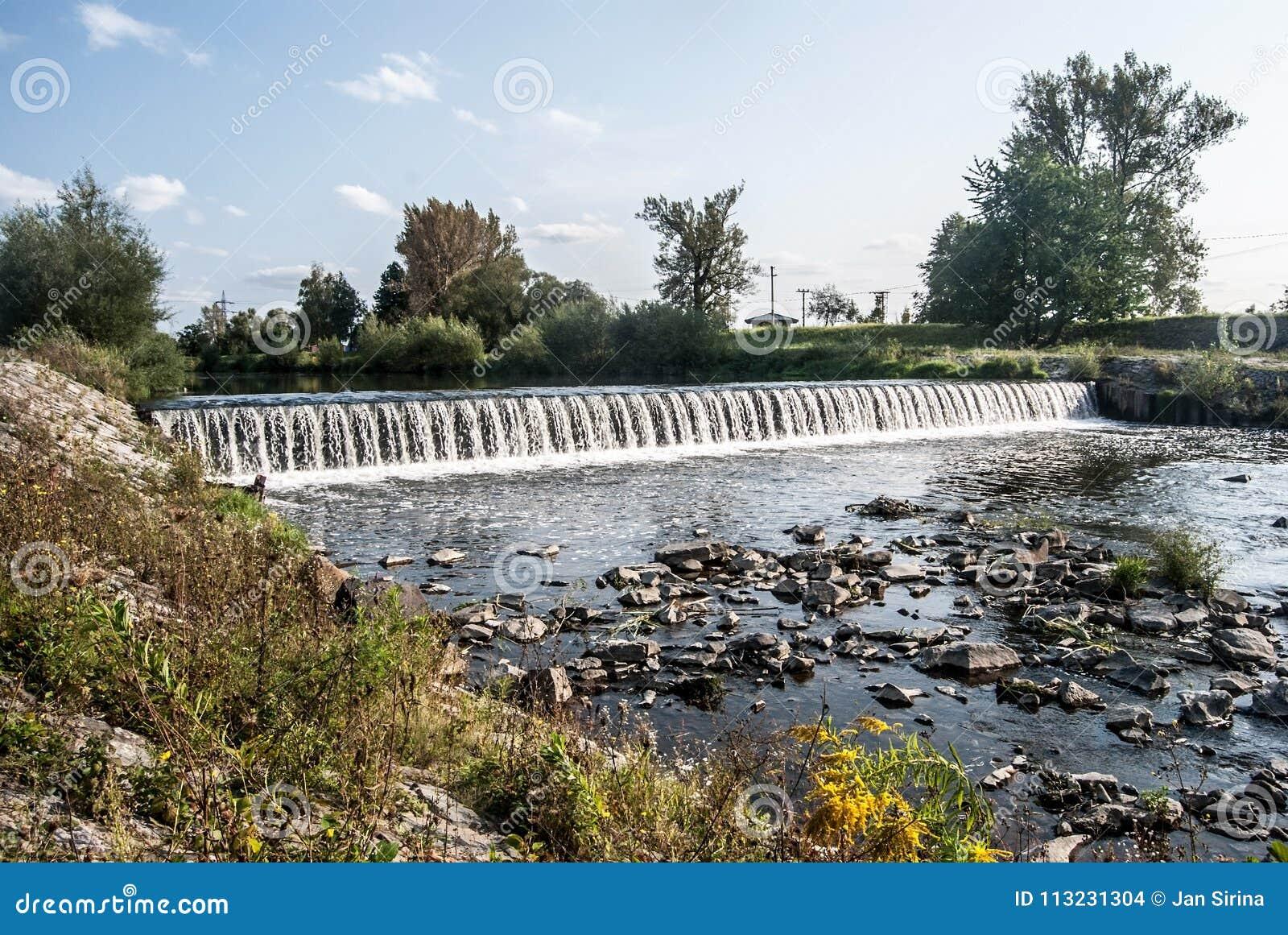Плотина на реке Olse в городе Karvina в чехии