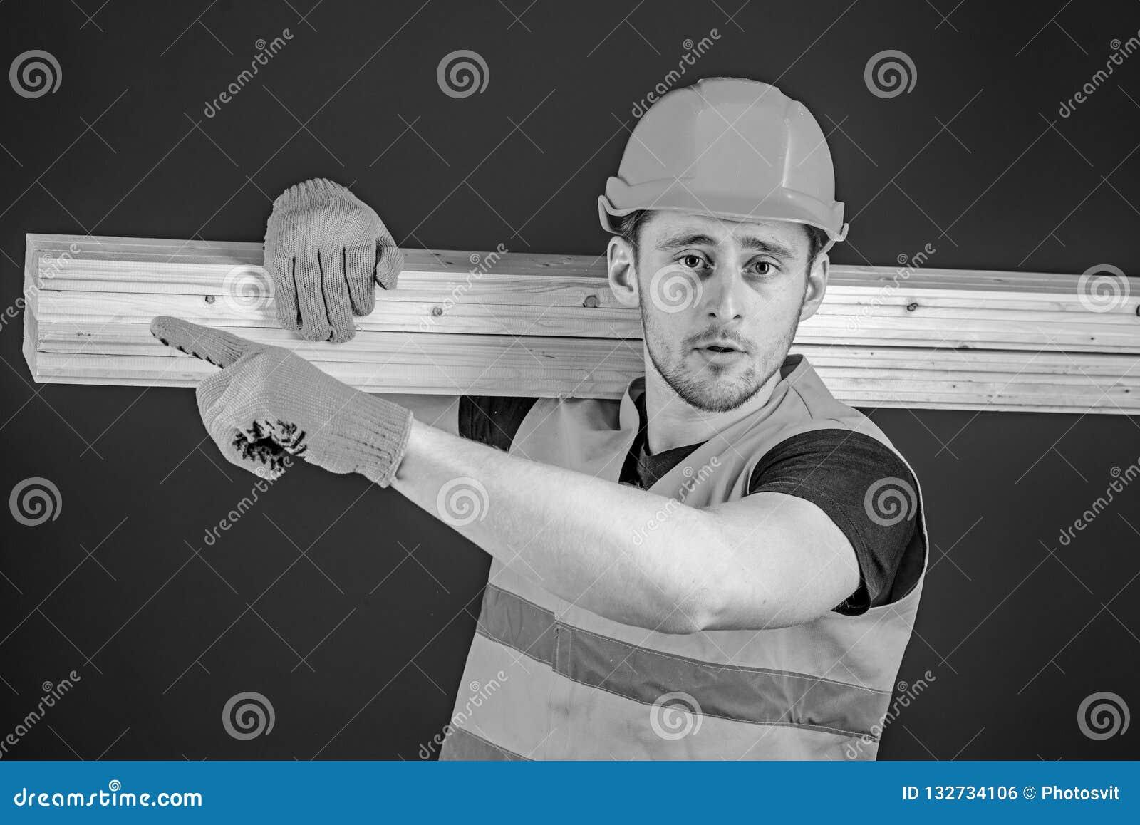 сильный плотник