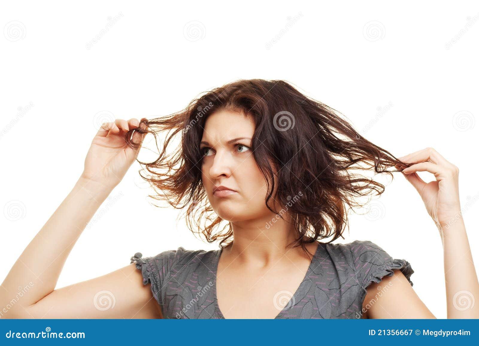 Почему волосы быстро становятся жирными у корней