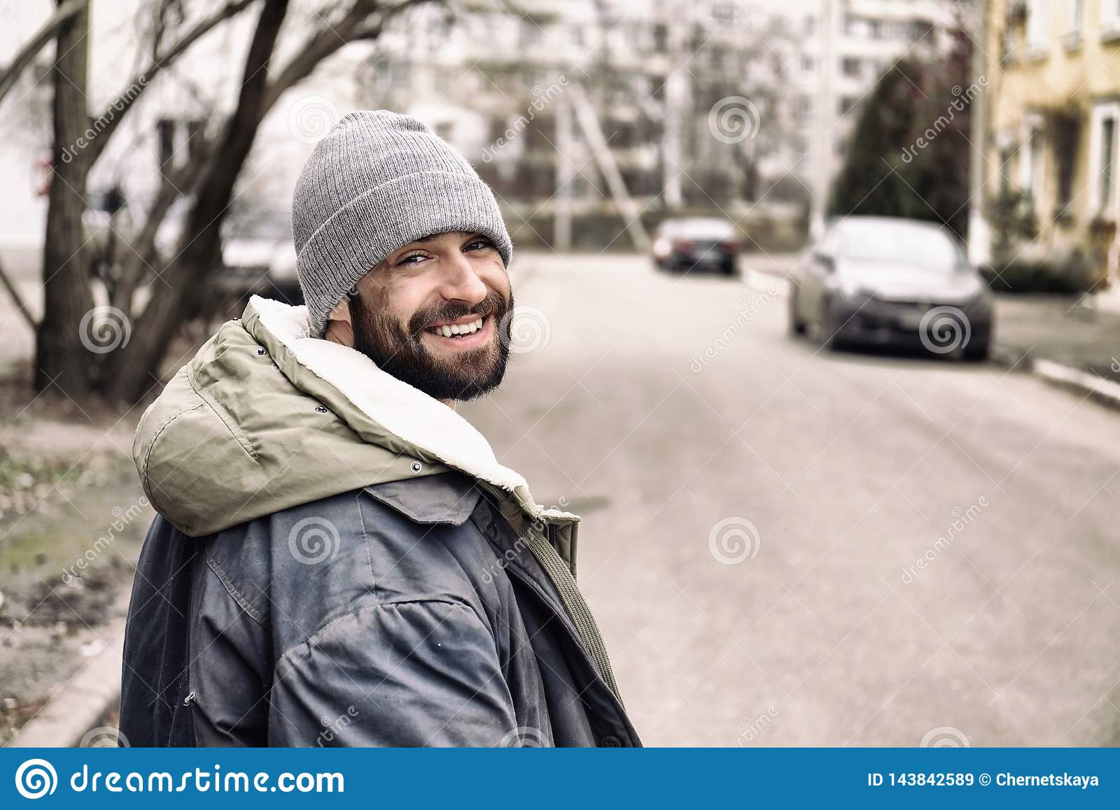 Плохое бездомное положение человека на улице