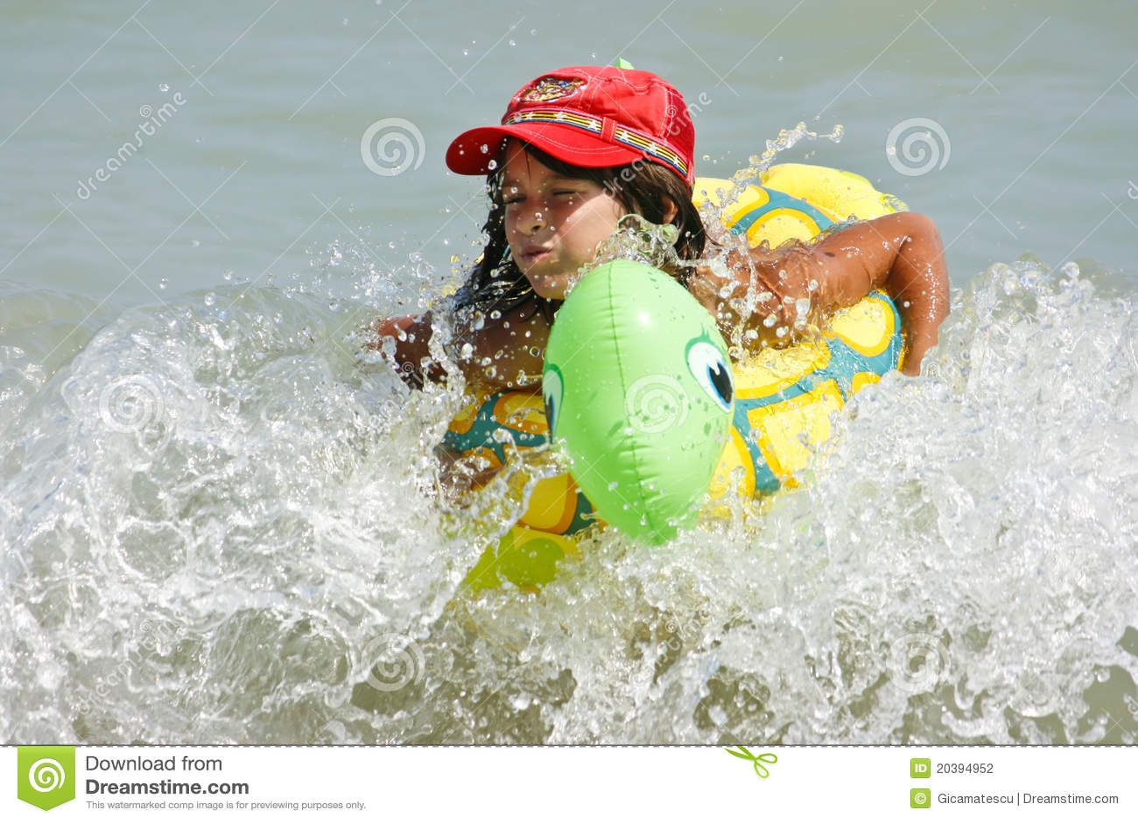 плывите девушка