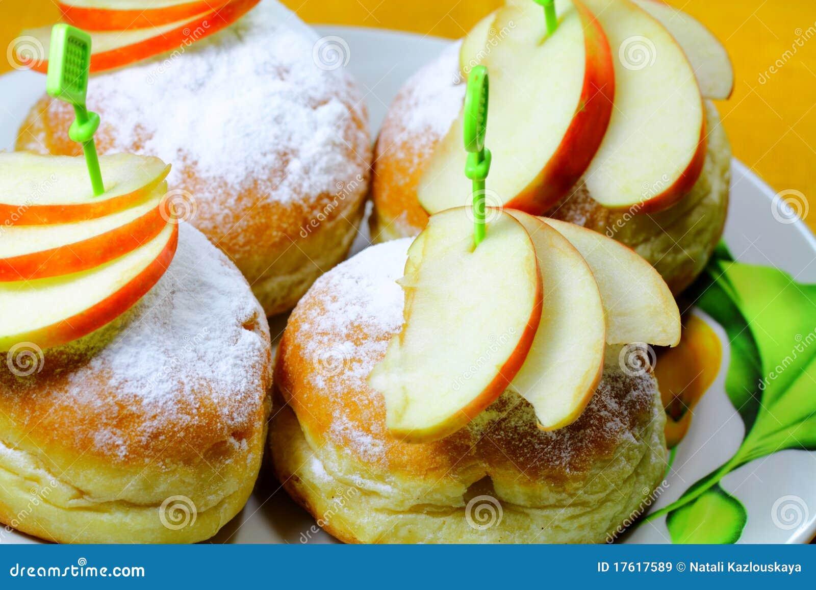 плюшки яблока соединяют некоторое вкусное
