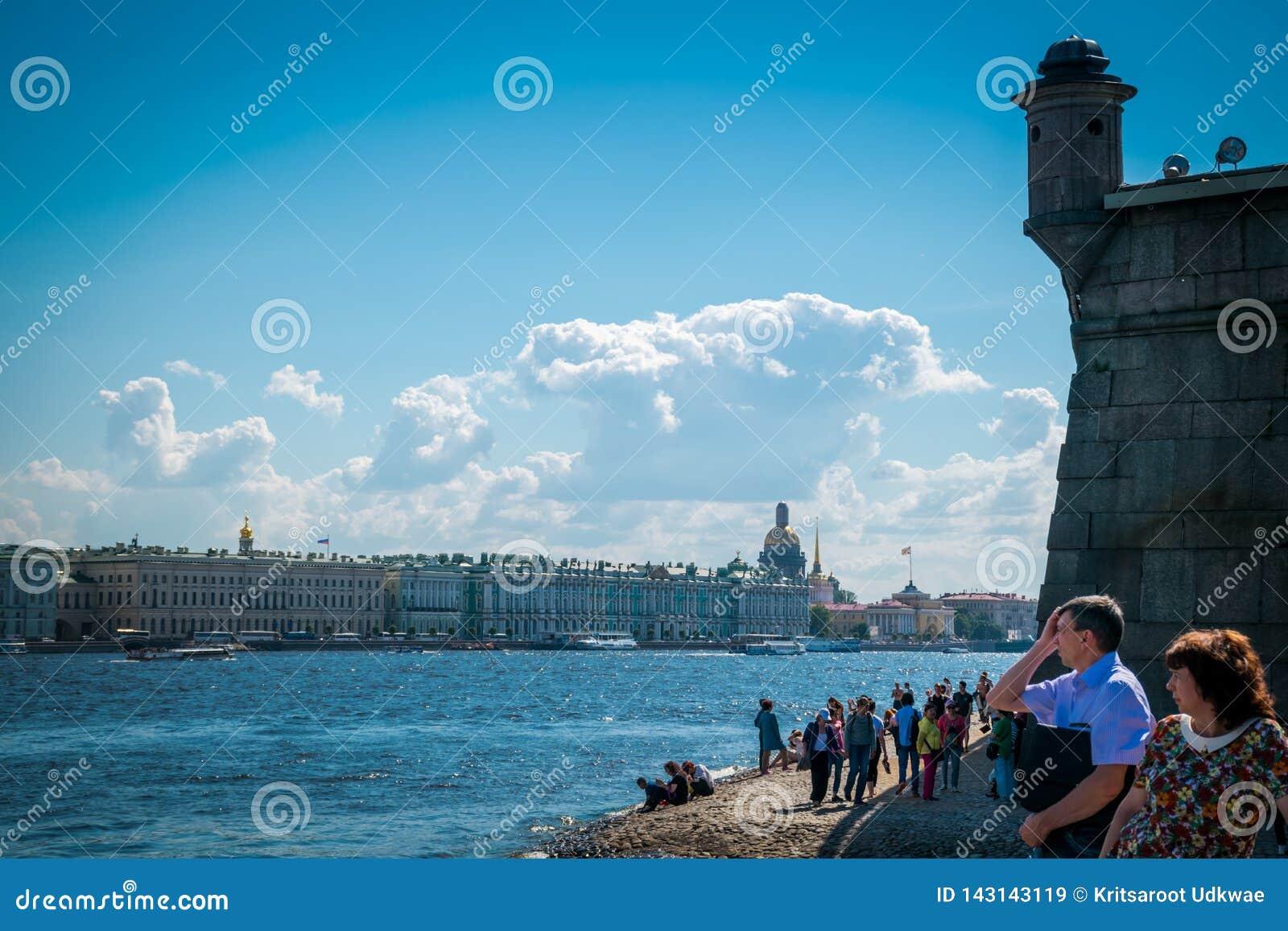 Пляж крепости Питер и Пол в Санкт-Петербурге, России