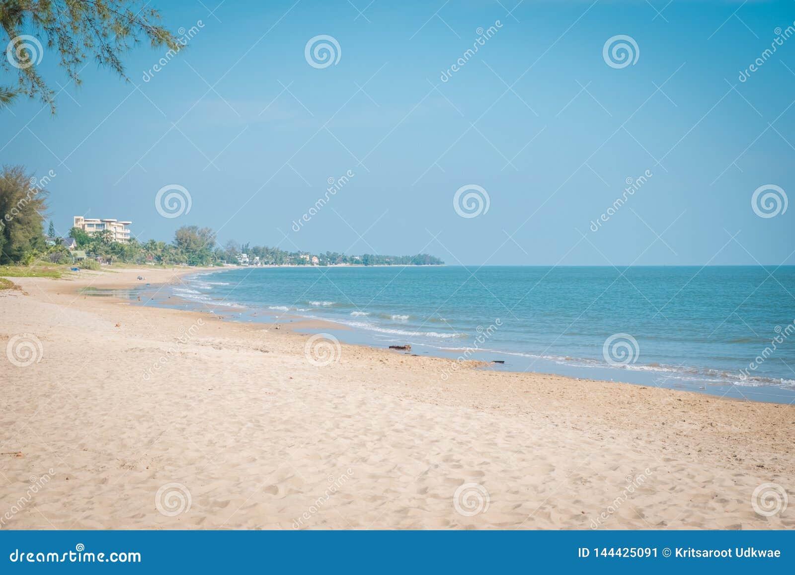 """Пляж на """"Khao Kalok """"на Pranburi"""
