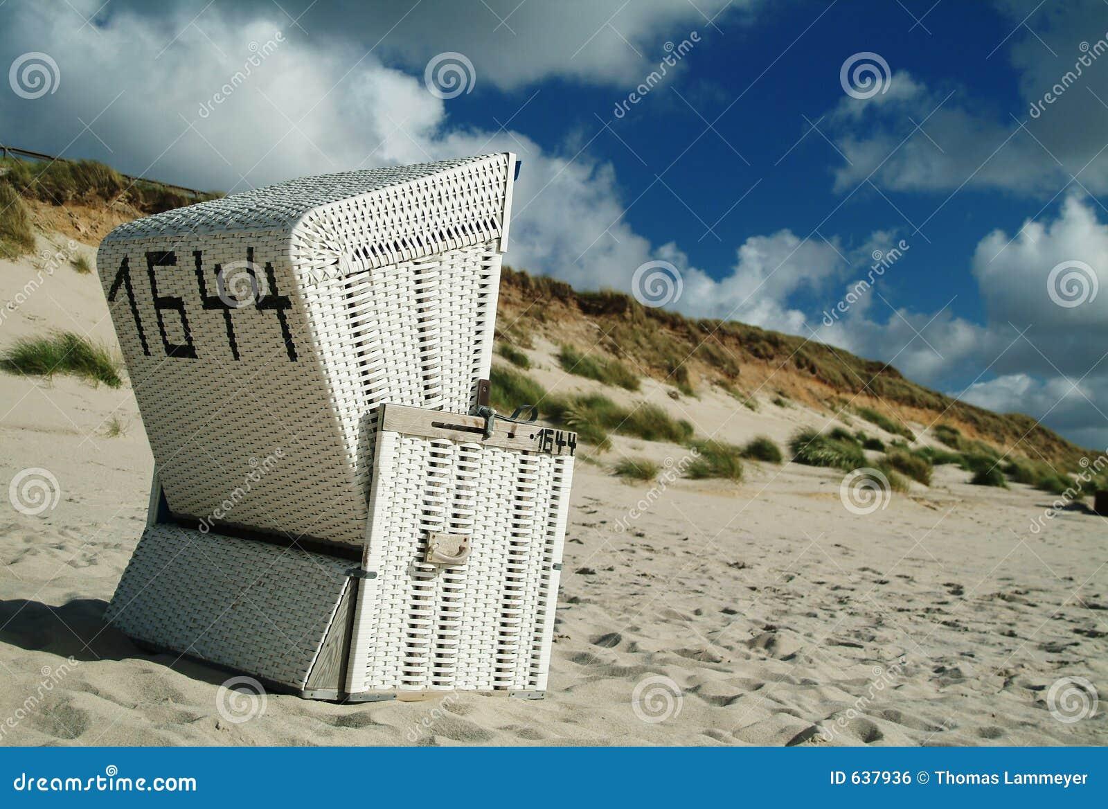 Download пляж стоковое фото. изображение насчитывающей тишь, остальные - 637936