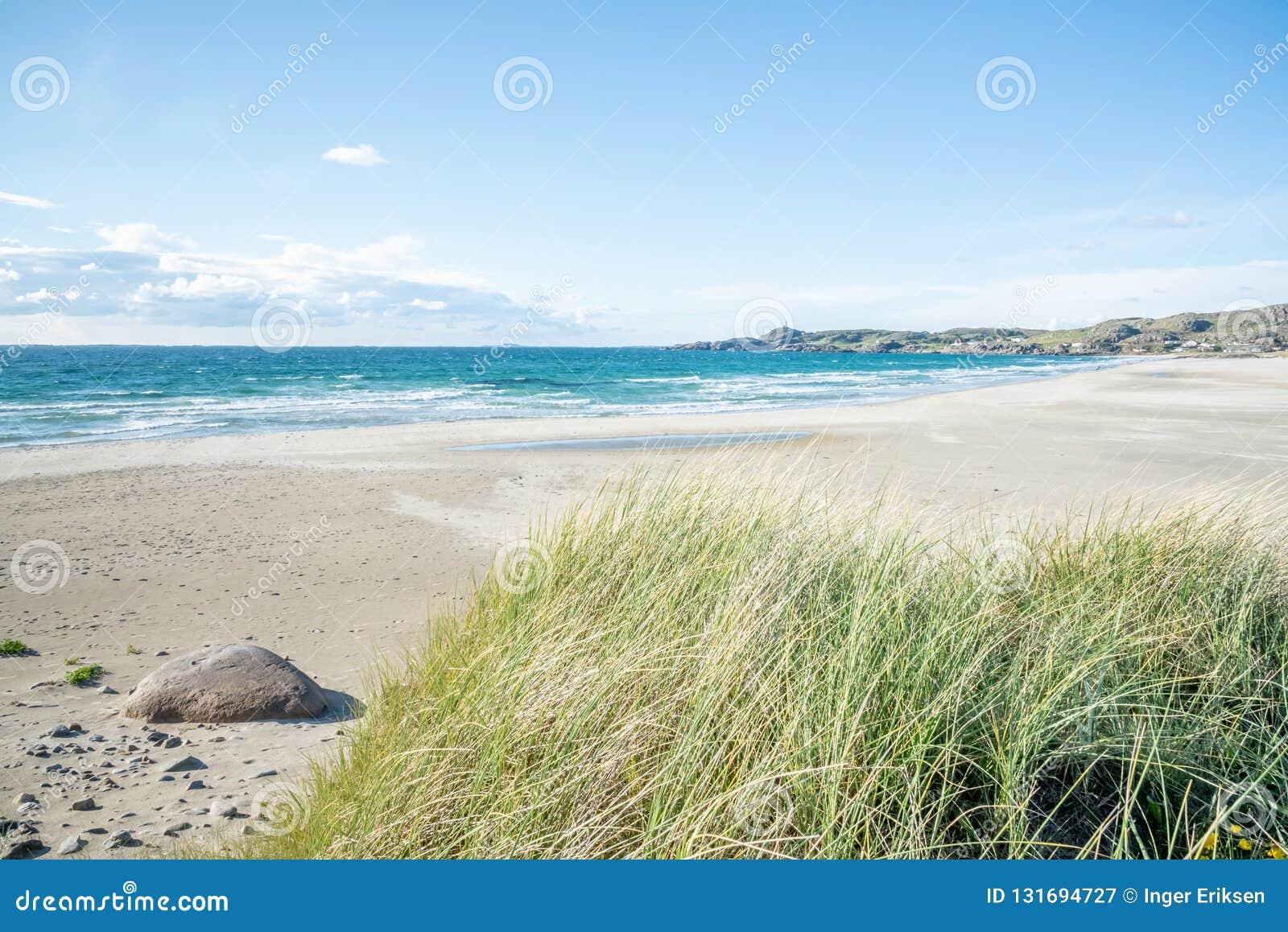 Пляж Hellestø и песчанные дюны вне Ставангера, Норвегии