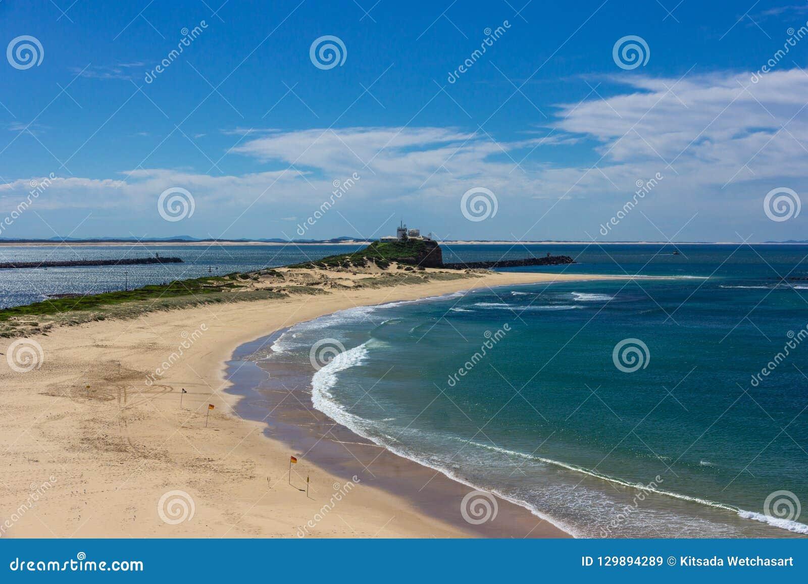 Пляж Nobbys на Ньюкасл Австралии Ньюкасл sec Австралии