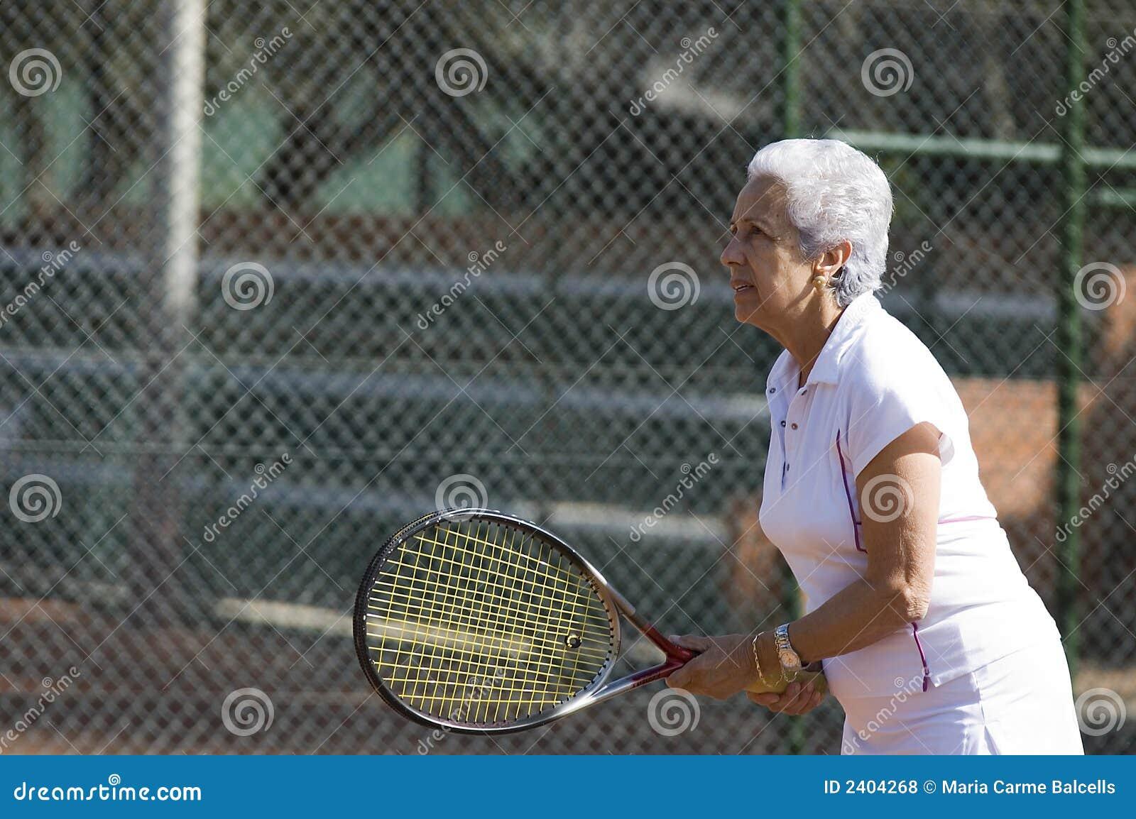 повелительница играя теннис