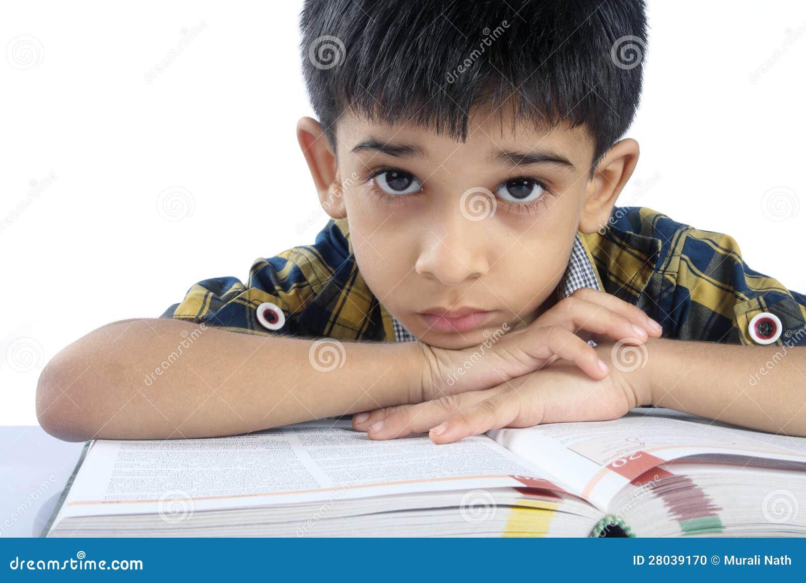 Подавленный мальчик школы