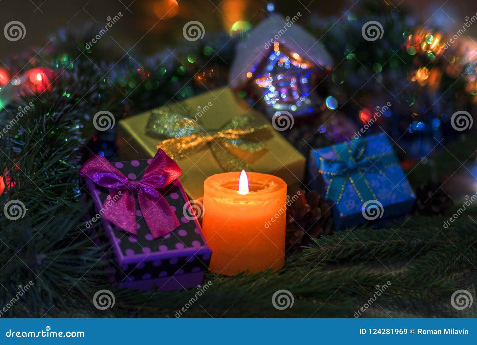 Подарки горящие свеча и ` s Нового Года