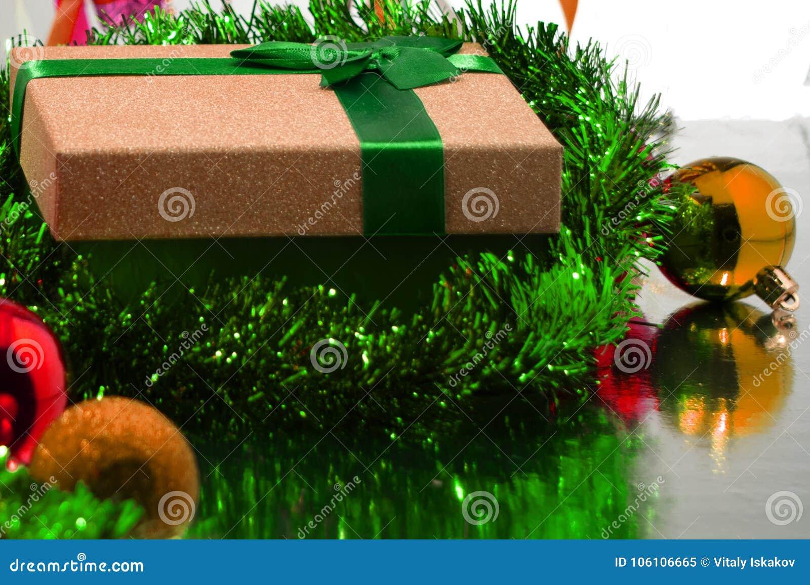 подарок рождества коробки шариков