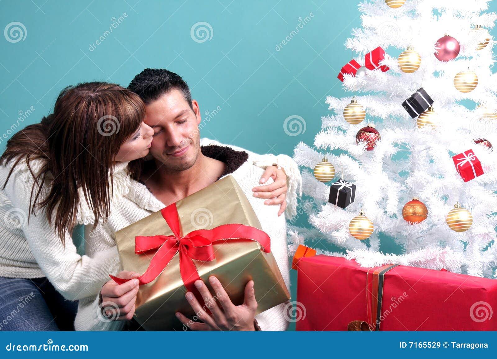 Подарок парню на год фото