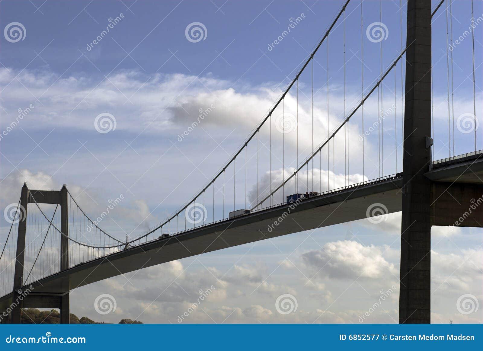 подвес моста близкий вверх