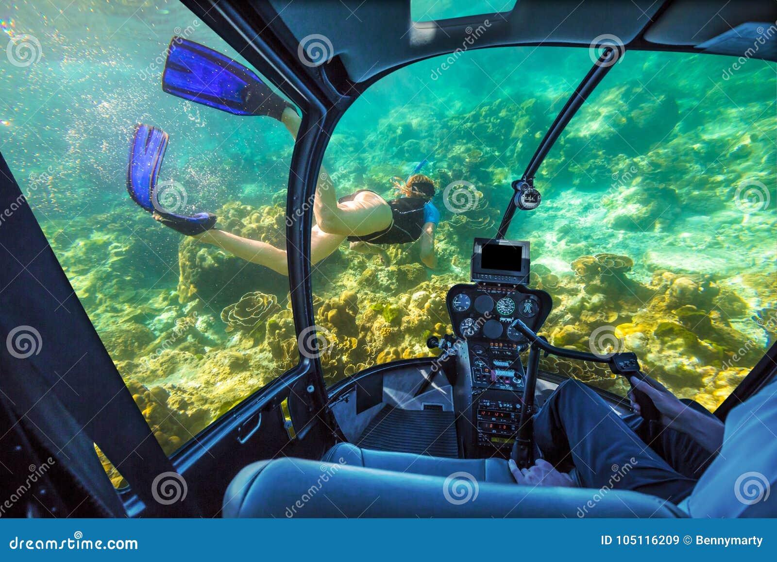 Подводная подводная лодка в тропическом море