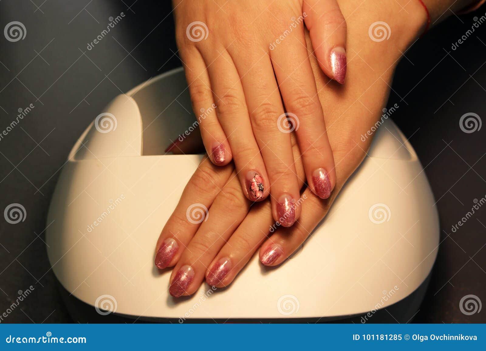 подготавливайте шеллак маникюра покрасьте золото шеллака розовое