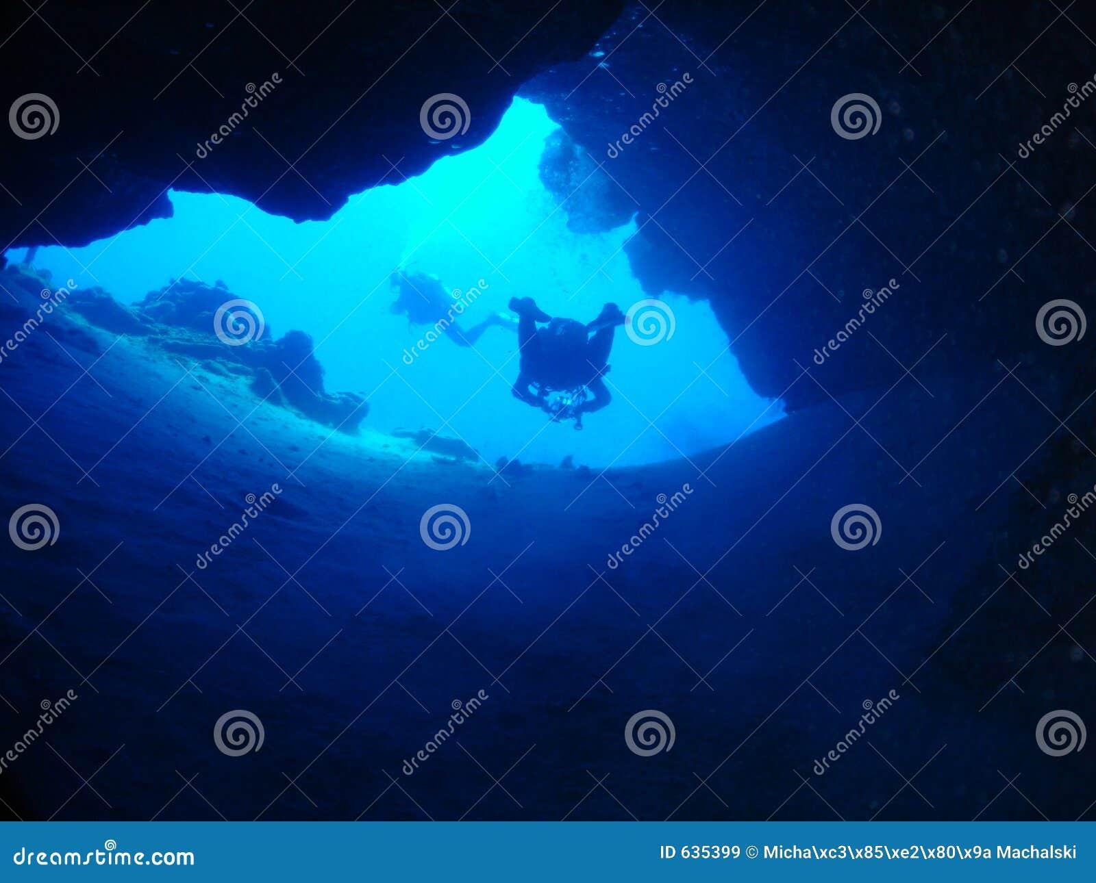 Download подземелье стоковое изображение. изображение насчитывающей исследуйте - 635399