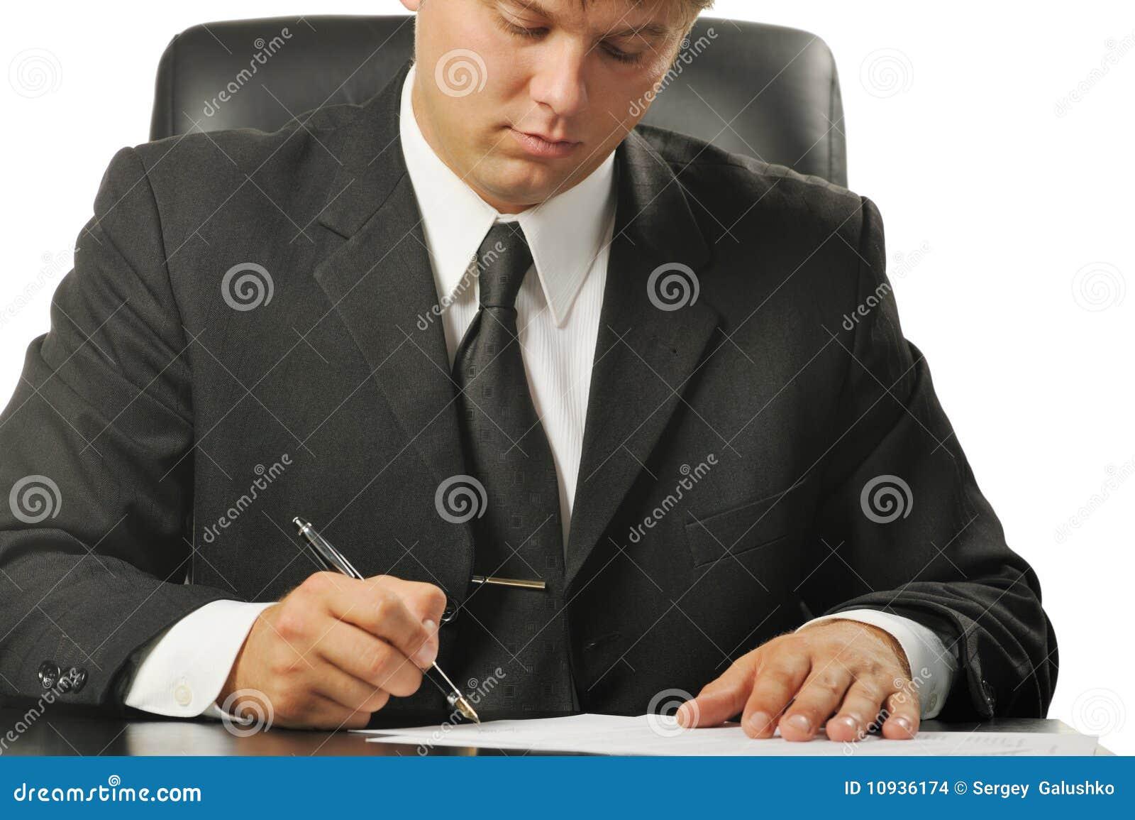 подписание подряда бизнесмена