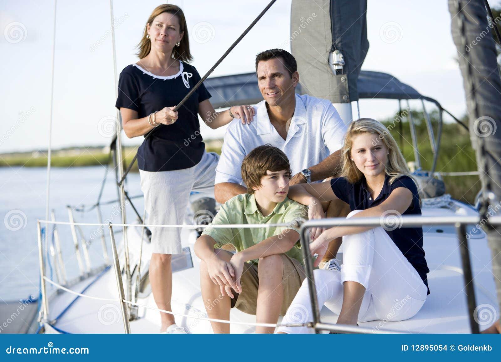 подростки семьи шлюпки ослабляя совместно