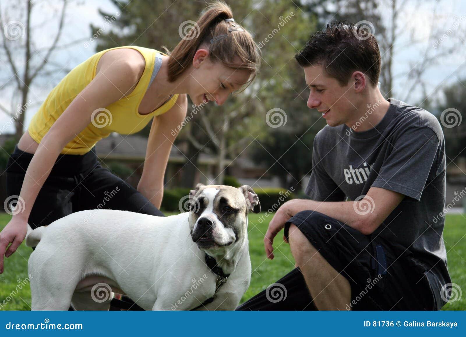 подросток собаки