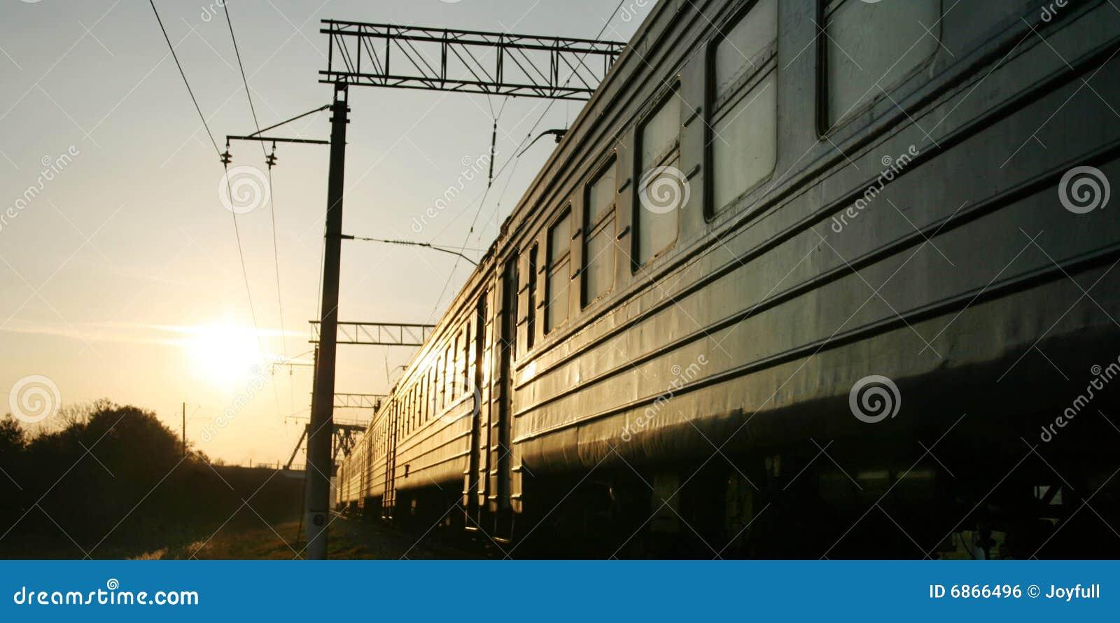 поезд железнодорожного следа