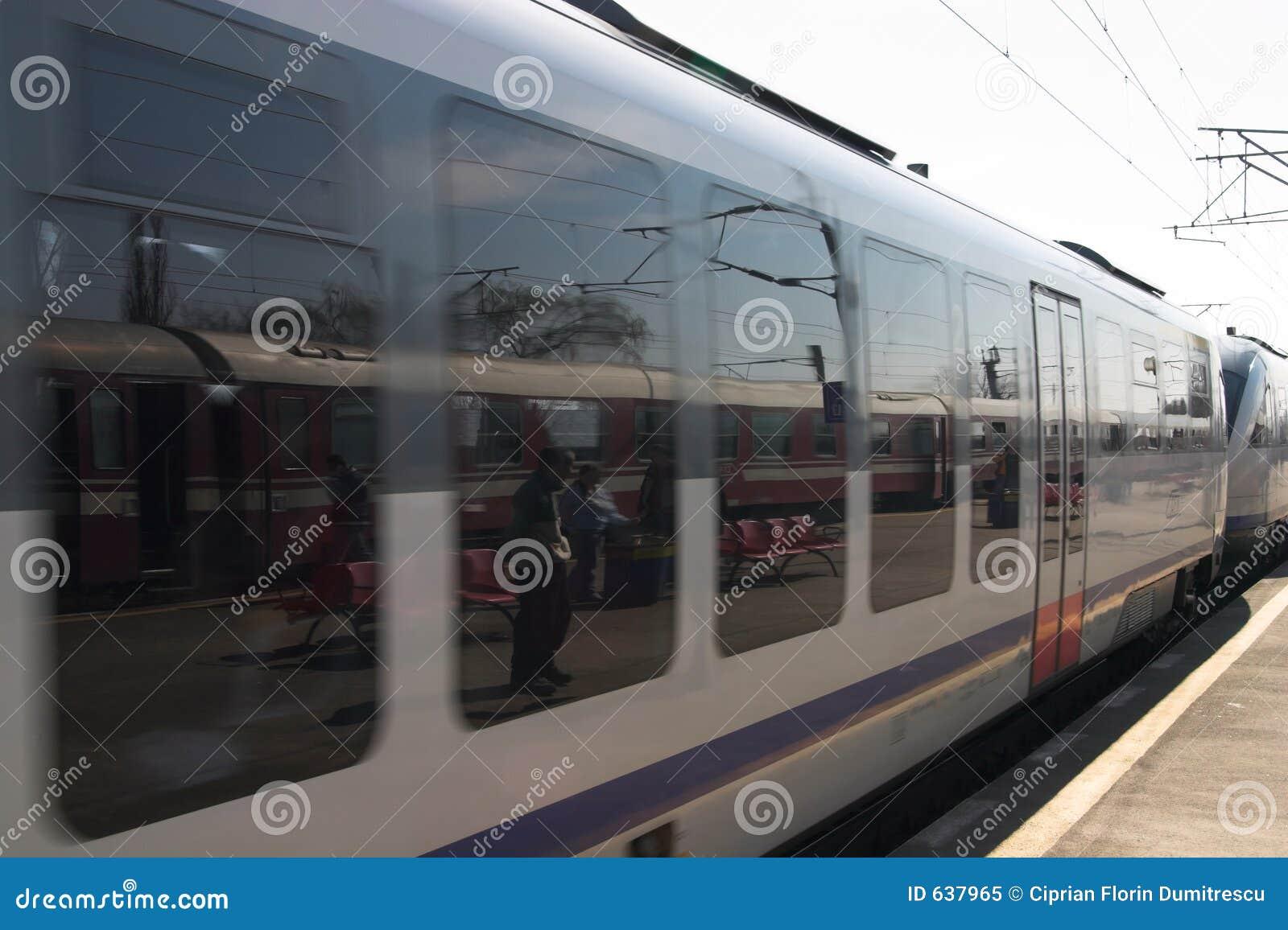 Download поезд скорости стоковое изображение. изображение насчитывающей дело - 637965