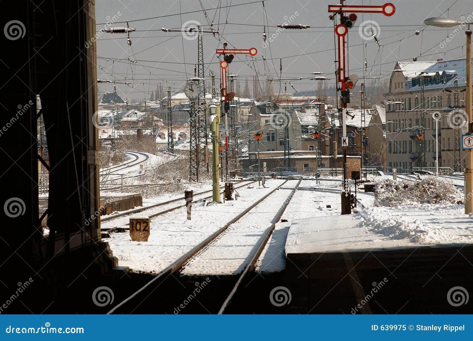 Download поезд станции снежка Германии Leipzig Стоковое Изображение - изображение насчитывающей сигналы, германия: 639975