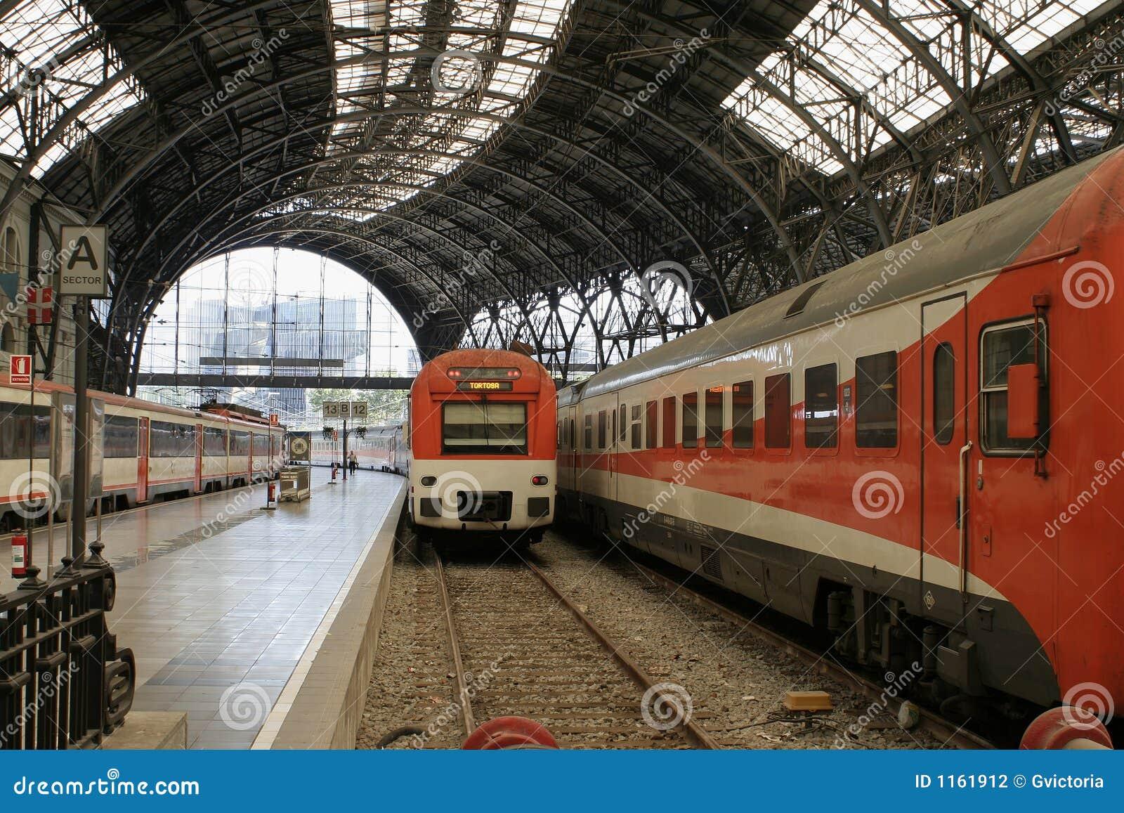 поезд станции barcelona