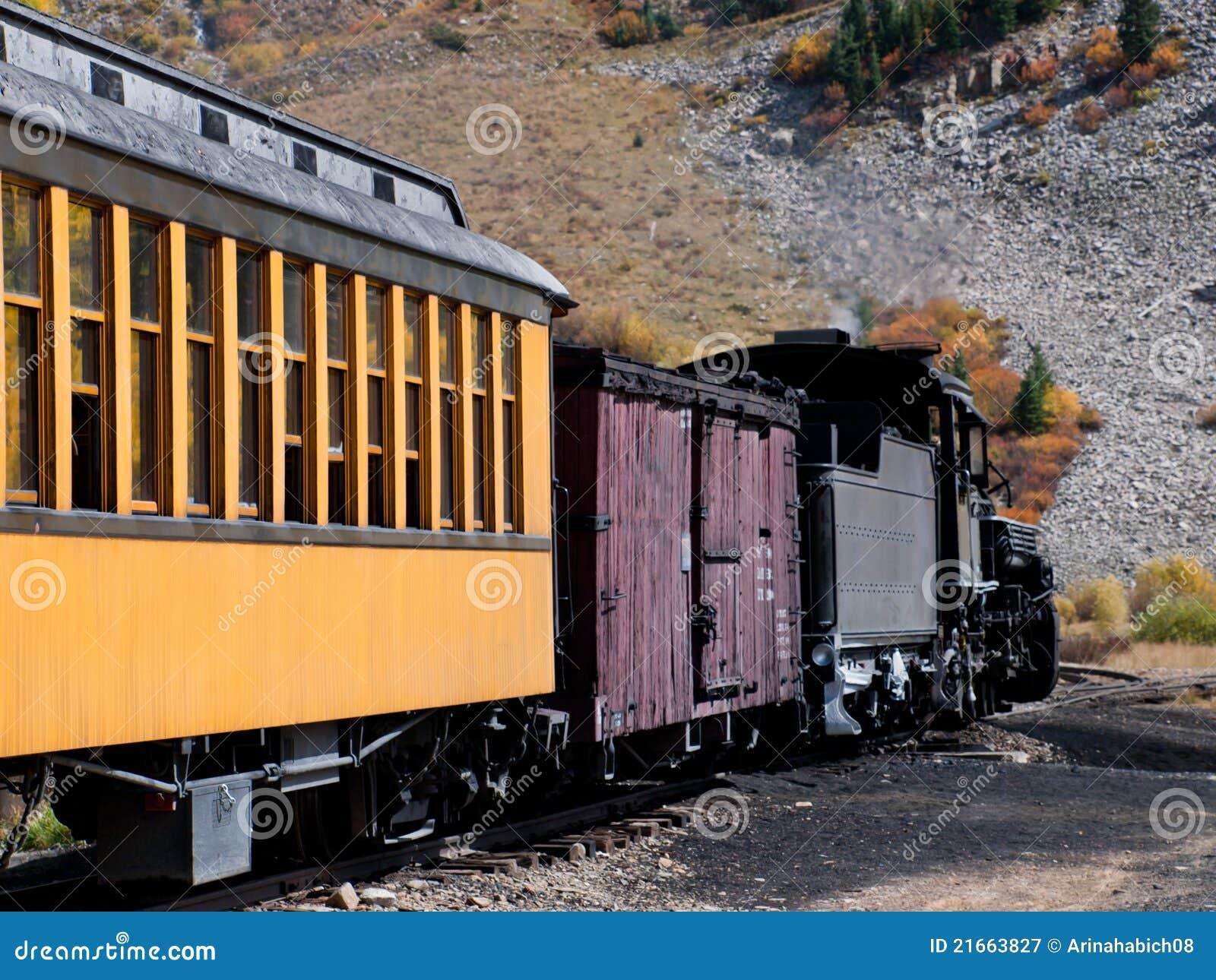 Фото узких поездов, как старую шлюху ебут трое