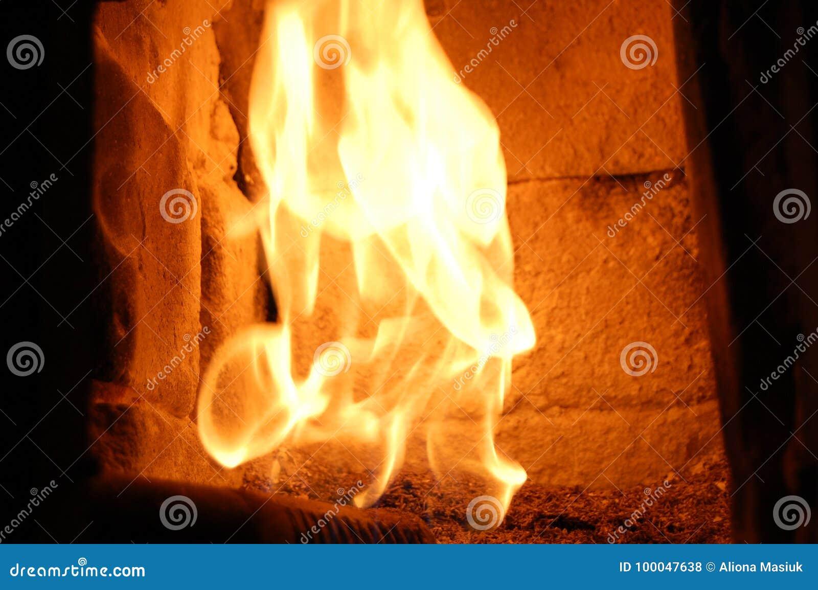 Пожар в печи камин Внутри плиты