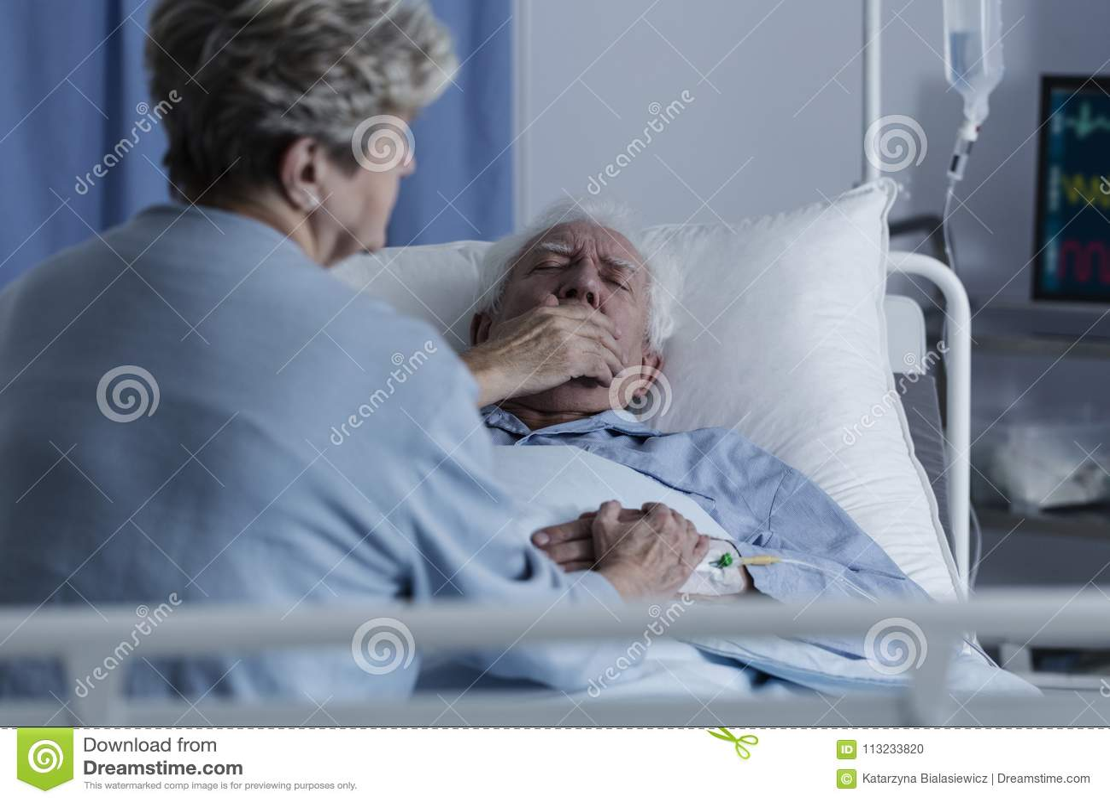 Пожилой человек с раком легких