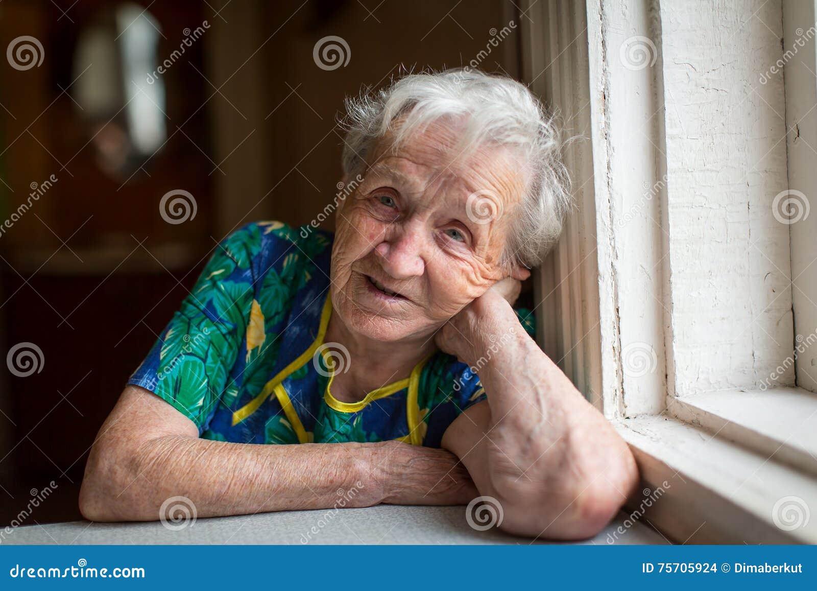 пожила бабушка їбеться
