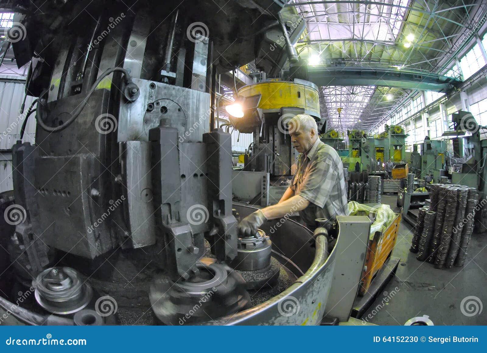 Пожилые в машине натуральные сиськи