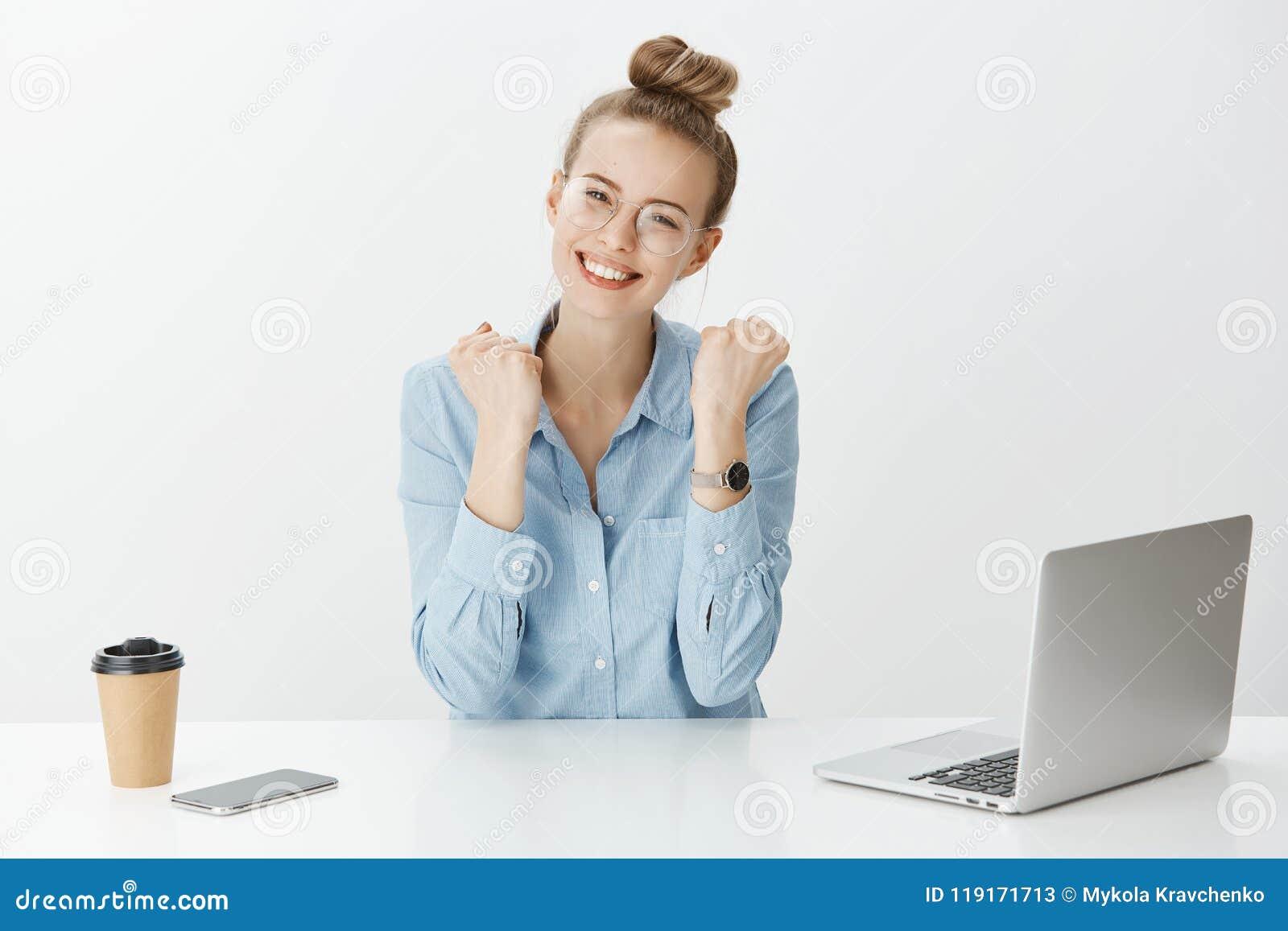 Стильная девушка на работе ростов на дону работа для девушек в