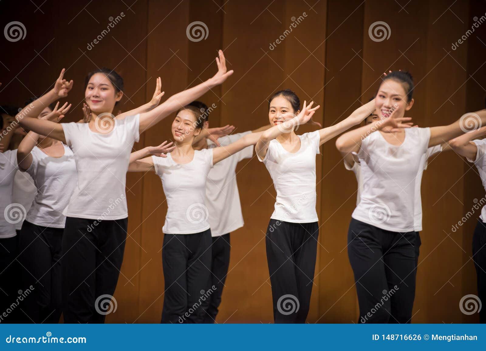 Позиция тренировки позиции танца руки 4-National
