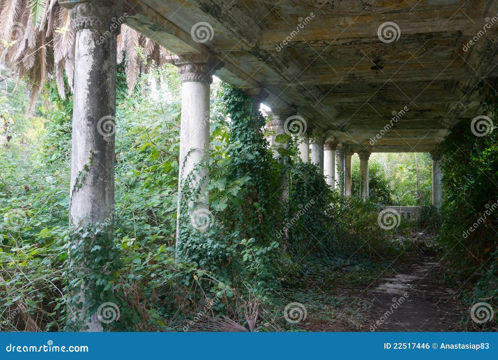 покинутая античная старая терраса
