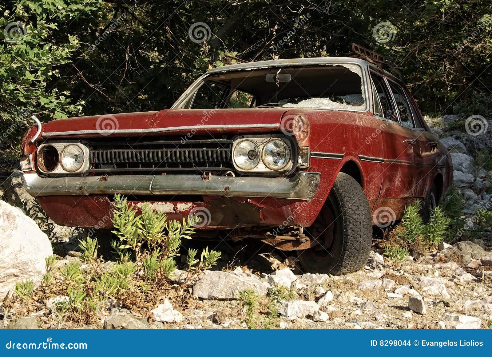 покинутый автомобиль