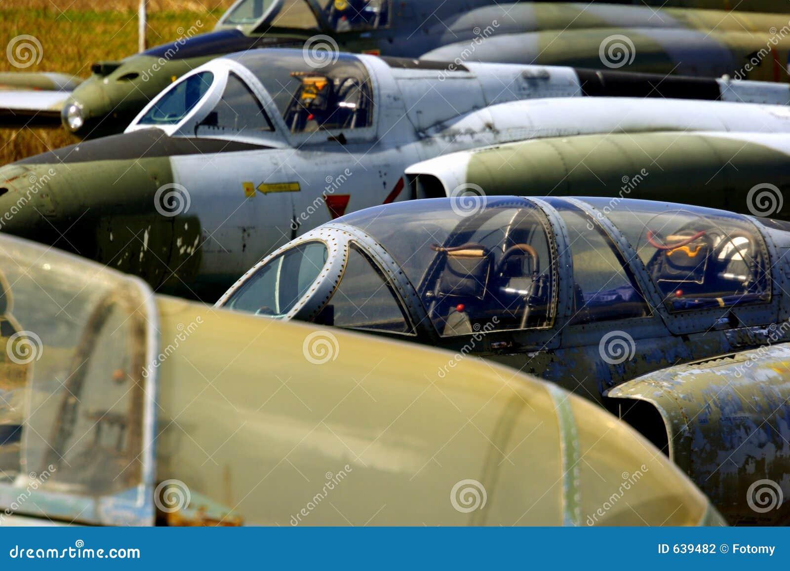 Download покинутый двигатель самолет-истребителей Стоковое Фото - изображение насчитывающей engined, самолета: 639482