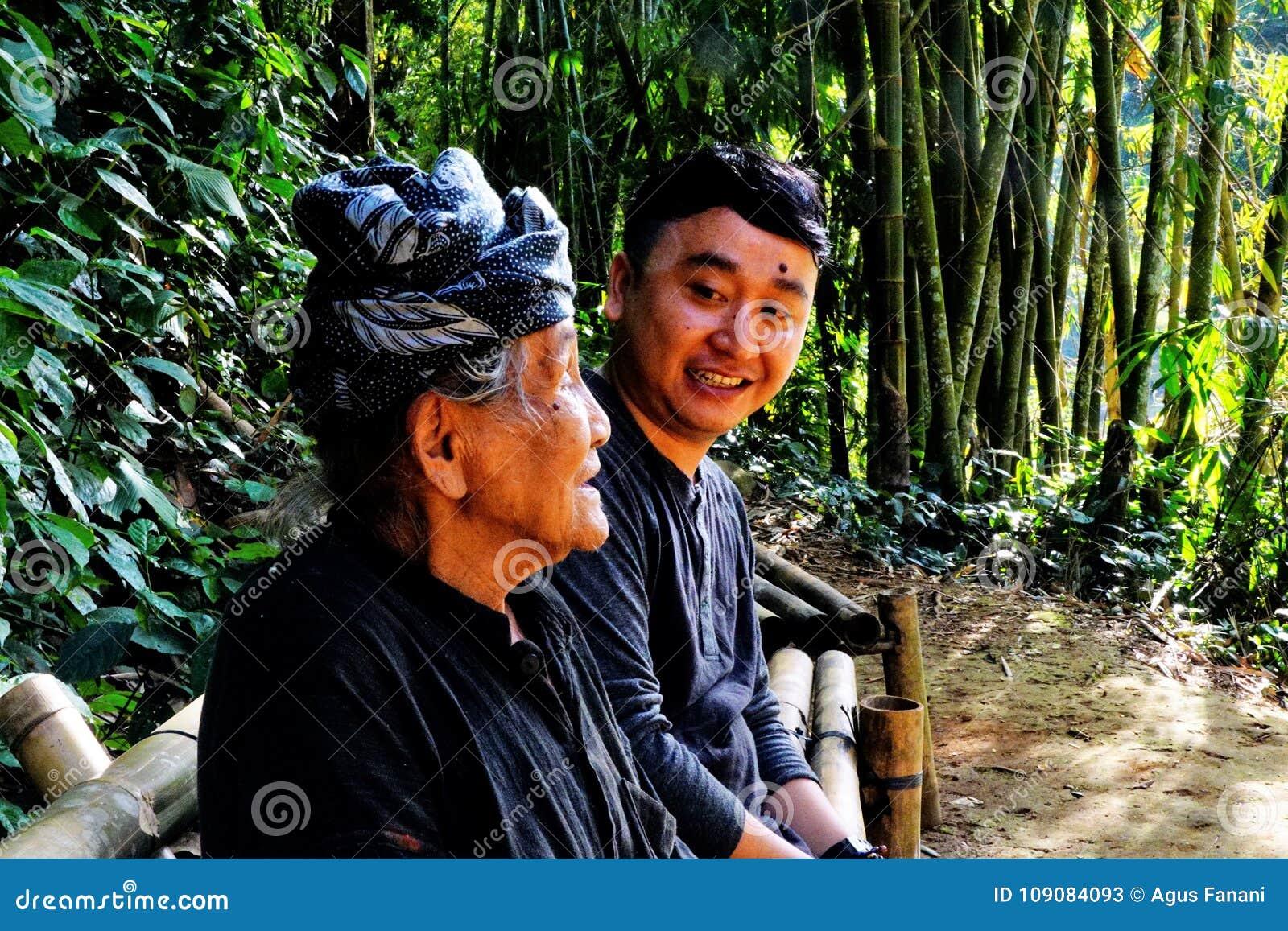 2 поколения от 2 различных культур