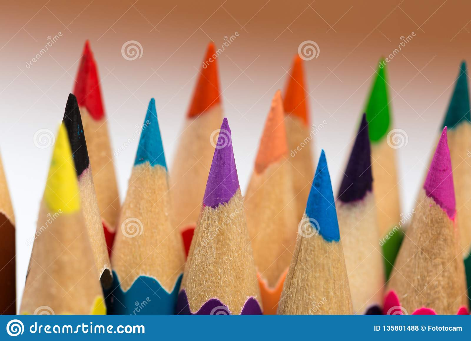 Покрасьте для того чтобы заточить карандаши
