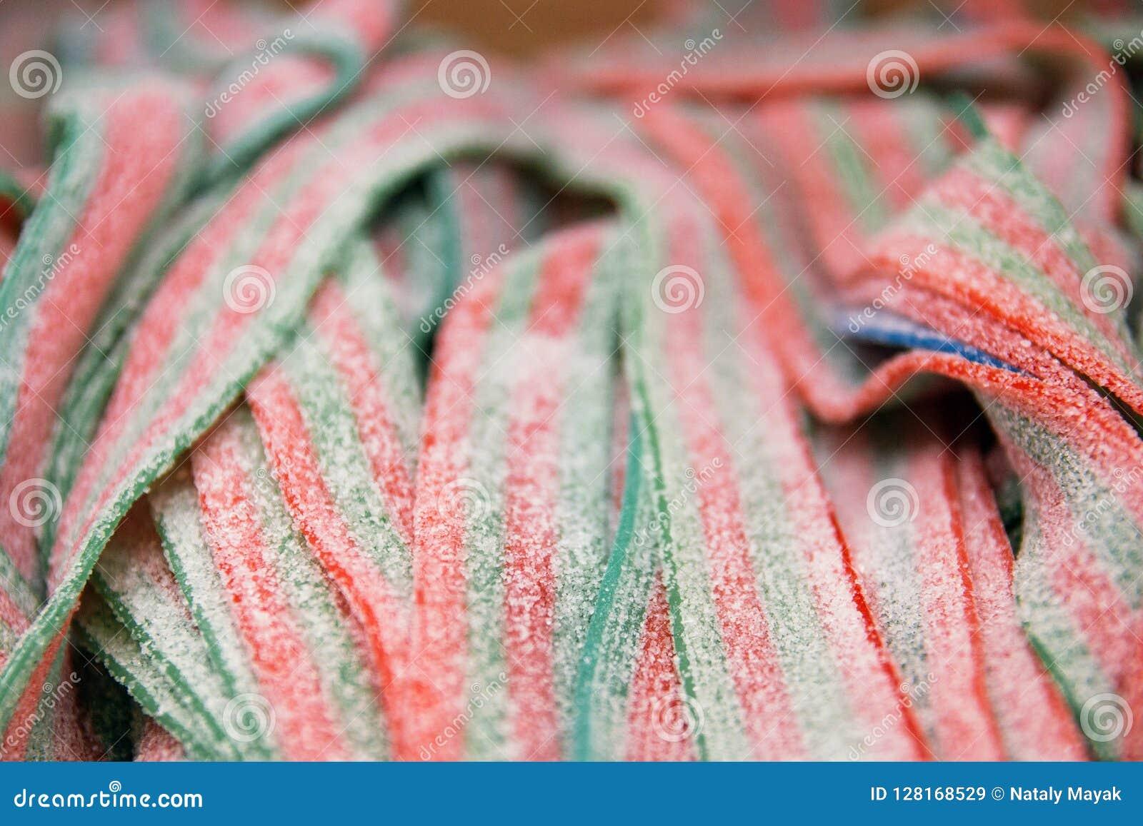 Покрашенные ручки солодки, фокус конфеты студня селективный