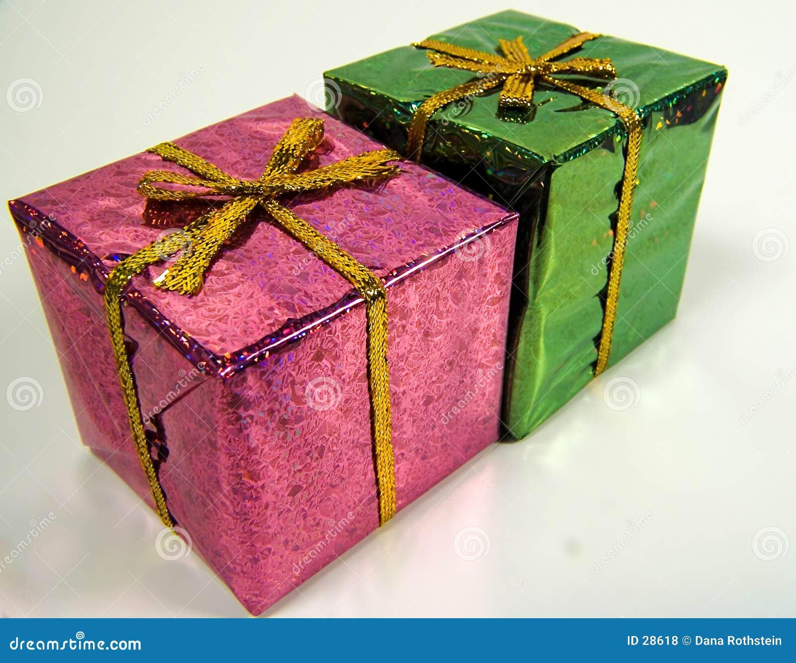 покрашенные giftboxs