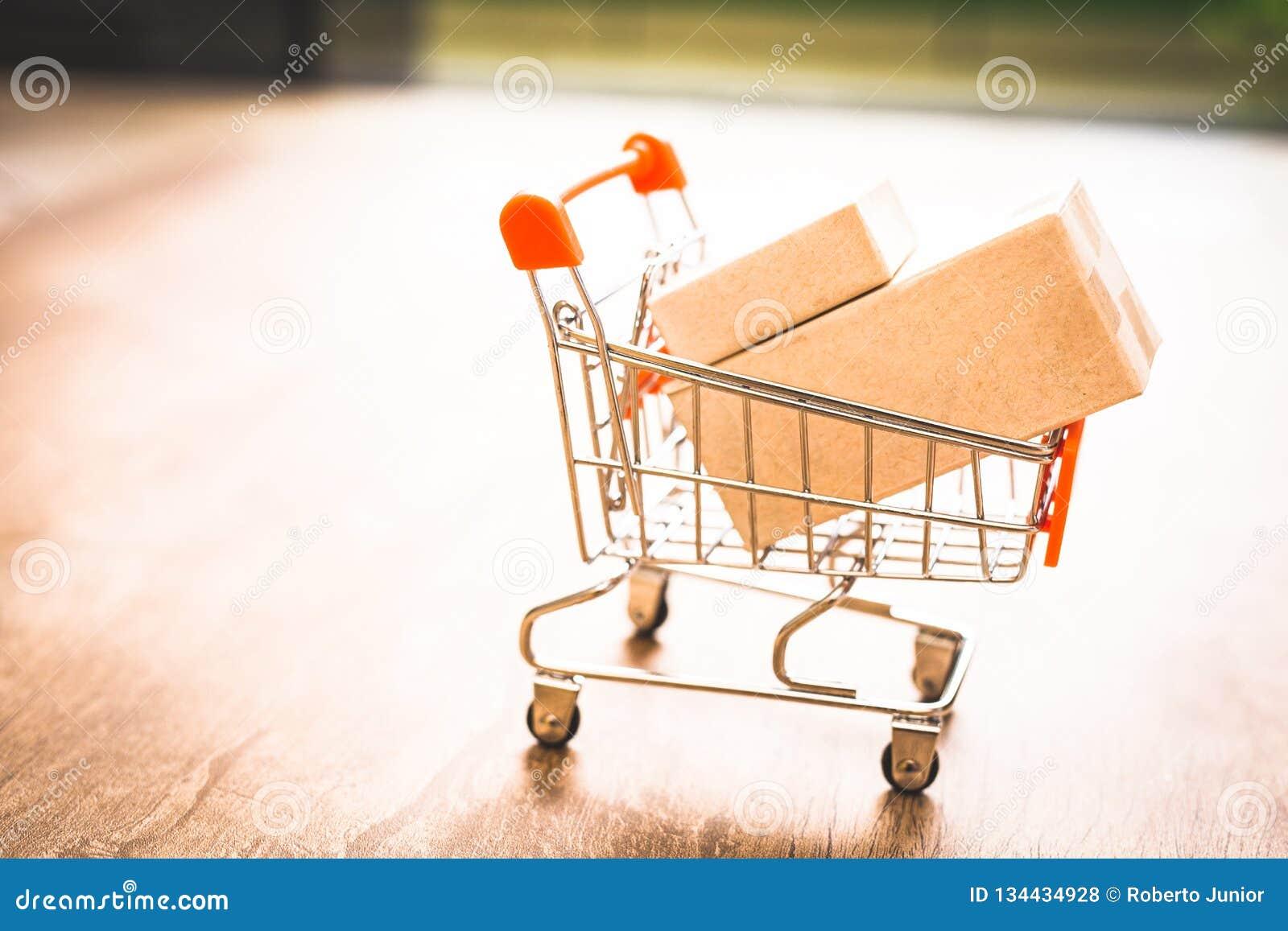 Покупающ и продающ онлайн, идея о цифровой коммерции
