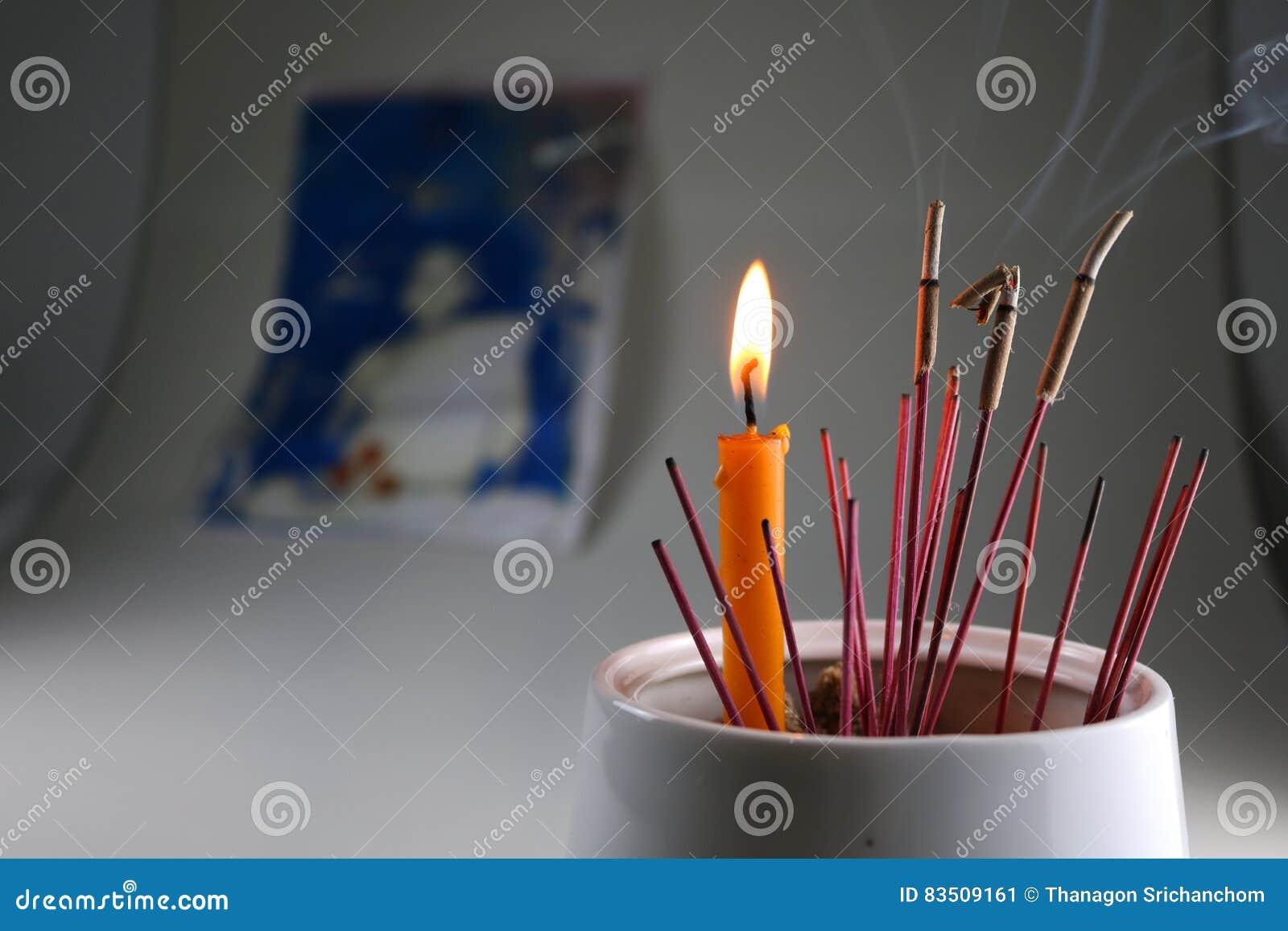 Поклонение свечей ладана