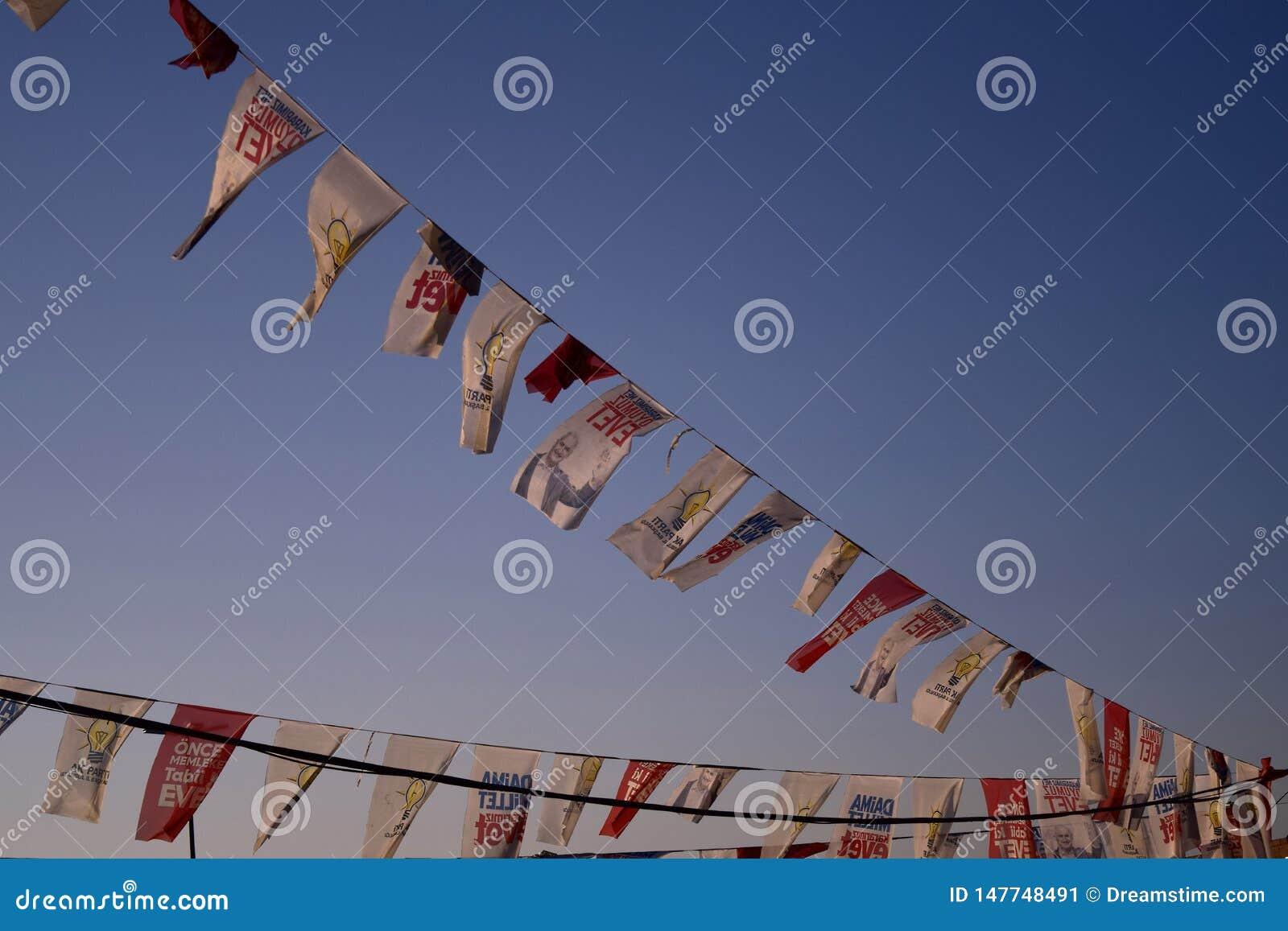 Политическое летание флагов в прибрежных ветрах Стамбула
