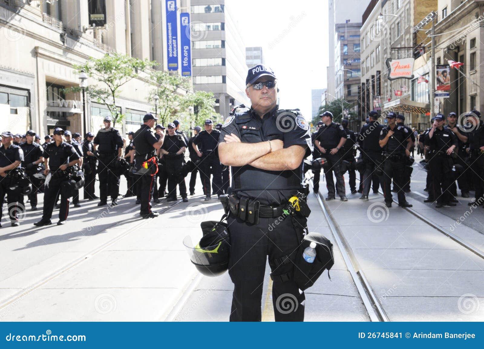 Полиции баррикад.
